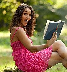 woman_amazed_reading